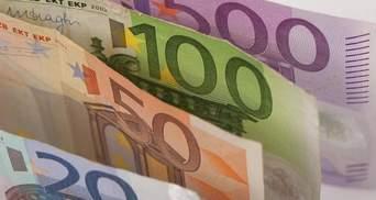 Евро начал дешеветь из-за кризиса в Греции