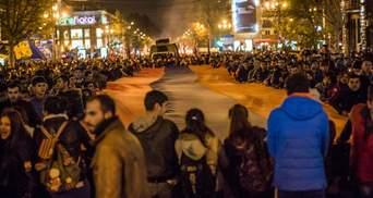 Двое митингующих в Армении начали голодовку