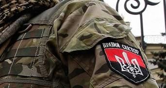 """Боец """"Азова"""" предлагает судить бойцов """"Правого сектора"""" в Мариуполе"""