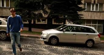Новий вид шахрайства: у Львові крадуть номерні знаки з машин