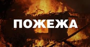 Сильный пожар в Киеве: пожарные три часа борются с огнем