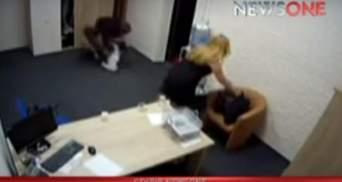 З'явилось відео, як двоє депутатів чубляться після ефіру