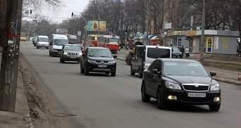 З 1 жовтня водії повинні вмикати фари за містом