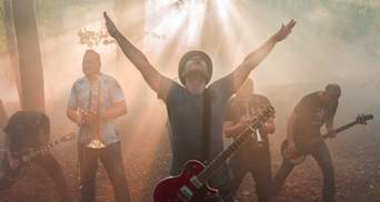 """Культовая группа """"Мед Хедс"""" сняла мистический видеоклип и """"спрятала"""" гору в тумане"""