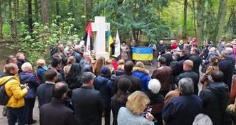 Пам'ятник Бандері у Мюнхені відновили і освятили
