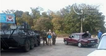 Военный БТР врезался в легковушку под Мариуполем