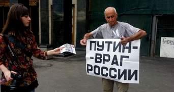 Путинские активисты поиздевались над пенсионером