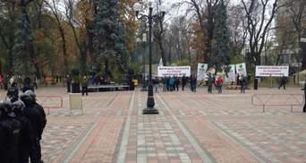 """Під Радою готуються до мітингу УКРОПу: приїхали """"тітушки"""""""