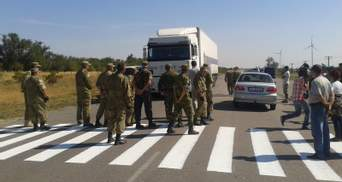 Учасники блокади готові зимувати на кордоні з анексованим Кримом