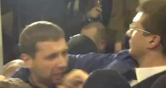 Депутати заблокували прокурора в Печерському суді та викликали міліцію