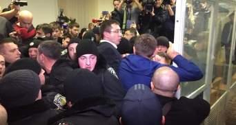 Як прихильники Корбана побили прокурора: ексклюзивні фото з-під суду