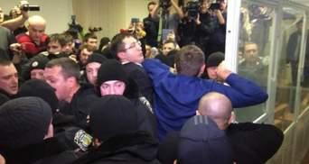 Ти кого б'єш? Руки, бл*ть!: реакція соцмереж на сутички в Печерському суді