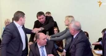 ТОП-новини. Парасюк брутально побив СБУшника, дуже дивний  пам'ятник терористів