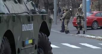 На улицы Красноармейска и Мариуполя выведены отряды спецназовцев