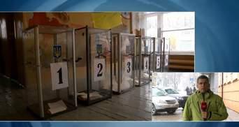 """Пьяный мужчина демонстративно """"проголосовал"""" порванным бюллетенем в Мариуполе"""