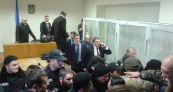 В Печерском суде — стычки из-за дела Бузины