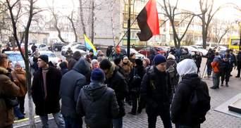 Под стенами ГПУ митинг относительно подозреваемого в деле Бузины