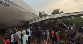 Самолет врезался в жилые дома в Конго