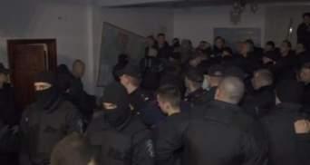 В суде по Корбану новые беспорядки: в зале выключили свет, проникли неизвестные