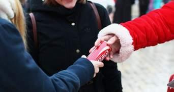 Кияни пробачили Coсa-Cola: величезна черга за безкоштовним напоєм