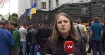 Возмущенные медики пешком пришли к Гройсману в Киев