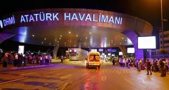 Теракти у Стамбулі: поліція перекриває дороги, швидкі не встигають забирати поранених
