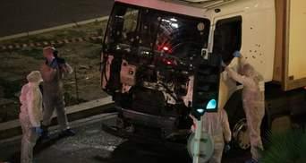Появилось жуткое видео, как грузовик врезался в толпу в Ницце