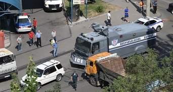 Убитый, заложники и перекрытая трасса – что происходит в Армении