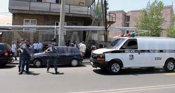 Из захваченного здания полиции в Ереване освободили одного заложника