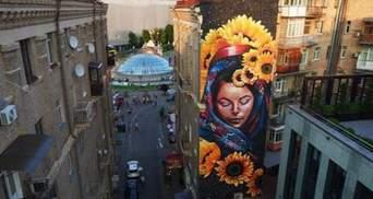 В центрі Києва з'явився новий яскравий мурал: опубліковано фото