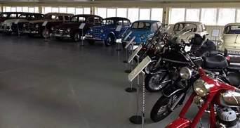 Янукович залишився без своїх ретро-автомобілів  у Межигір'ї