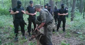 Вооруженные силовики окружили блокпост противников крестного хода в Киеве