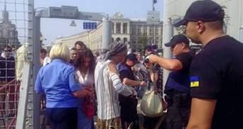 На каждого участника молебна Московского патриархата предусмотрено по полицейскому