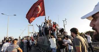 В Турции освобождают военных, задержанных после мятежа