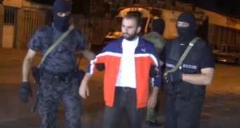 Медленно и с позором: появилось видео, как сдавались мятежники в Армении