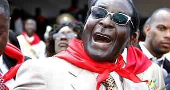 Супермен в стиле Симпсонов: президент Зимбабве открыл памятник самому себе