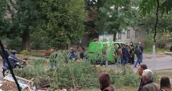 Подозреваемый в убийстве полицейских взял в заложники семью, – СМИ