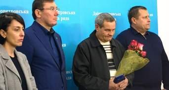 Порошенко пообещал встретиться с отважным водителем, который помогал остановить убийцу
