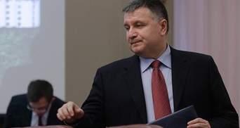 Не продавайте Україну на вульгарному ярмарку, – Аваков дорікнув Олланду