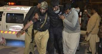 Жахливий напад на училище у Пакистані: понад півсотні людей загинули
