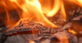У київському будинку без опалення сталась пожежа, є жертва