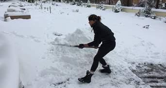 Українська співачка показала, як власноруч боролася із снігопадом