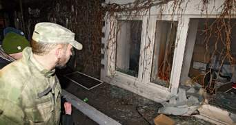 Сплутали вікна: замість офісу Медведчука мітингувальники розгромили салон краси