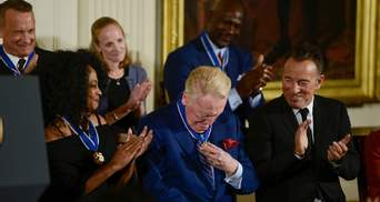 Американские селебритис удивили Обаму известным фешмобом