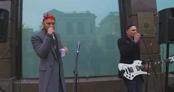 Український співак виступив на вулиці в Москві