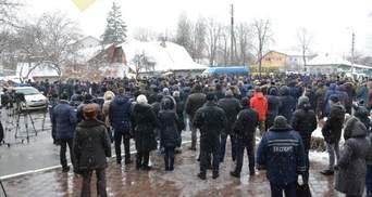 Як проводили в останню путь поліцейських, що загинули у перестрілці: з'явилися фото