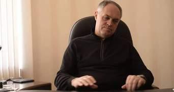 """Екс-регіонала облили """"кров'ю"""" на Донбасі, після чого розпочалася бійка"""