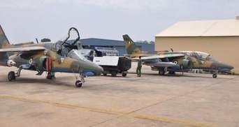 """Нигерийский военный самолет """"случайно атаковал"""" лагерь беженцев: десятки погибших"""