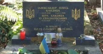 В Україні досі не знають точної дати перепоховання Олеся