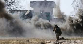 Террористы начали обстреливать Марьинку: горят дома
